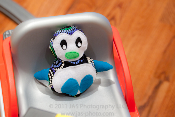 cute stuffed penguin with free pattern download!